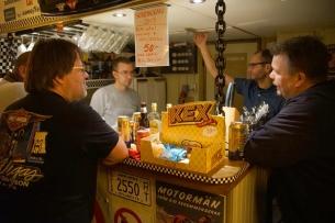 Vådliga diskussioner i baren