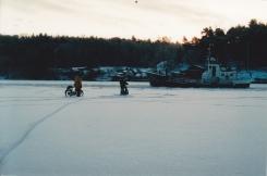 Moppe möte båt på Årstaviken 2003