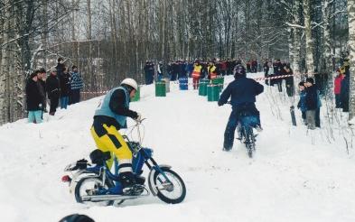 Femhalvan tar snyggt tunnan på racet under Vargruset 2003