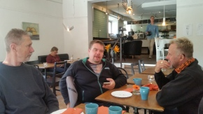 Svarten softar på Café Tårtan